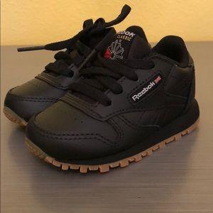 NWOT children's Reebok classic sneakers